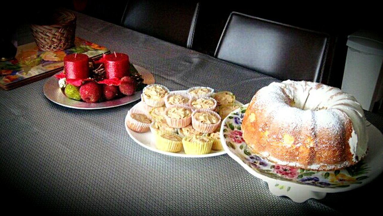 Christmastime Foods Muffins Cake Desserts Celebration Sweets Yummy♡ Indoors  Red Eating Eat Colorful Chandelles Bon Appetit poulet Festival Season