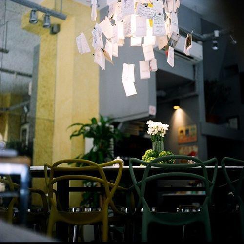 Yorgundum bir gün... Mamiya Mamiyac220 Mediumformat 6x6 analog filmphotography filmisnotdead portra400 ishootfilm filmcommunity bestofanalog istanbul
