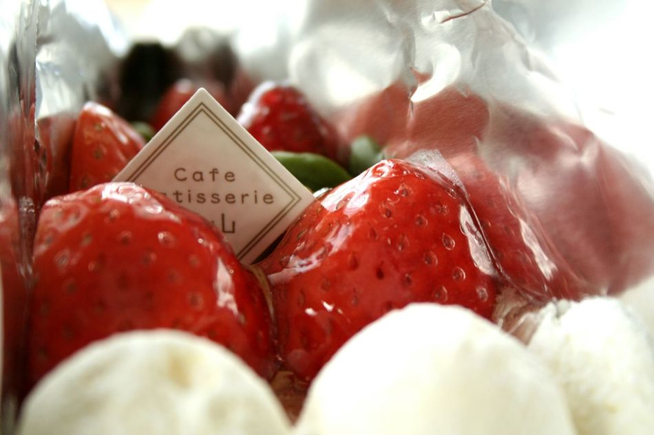 娘&息子から ケーキ タルト 苺 いちご カフェ青山 Cake Tarte Red Text Freshness Food Fruit No People Healthy Eating Food And Drink Indoors  Close-up Sweet Food Day Ready-to-eat