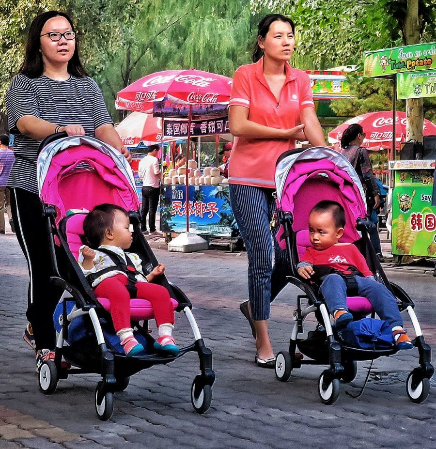 People And Places Conference Of The Babies In Chaoyang Park Chaoyang Park Beijing Childhood Togetherness Portrait Innocence Family Boys People And Places. Street Photos😄📷🏫⛪🚒🚐🚲⚠ Eye4photography  EyeEm Gallery BEIJING北京CHINA中国BEAUTY Street Photography HUMANITY My Beijing 2016 Human Interest China Photos Touristic Tourist Attraction  Tourism Streetphoto_color China In My Eyes
