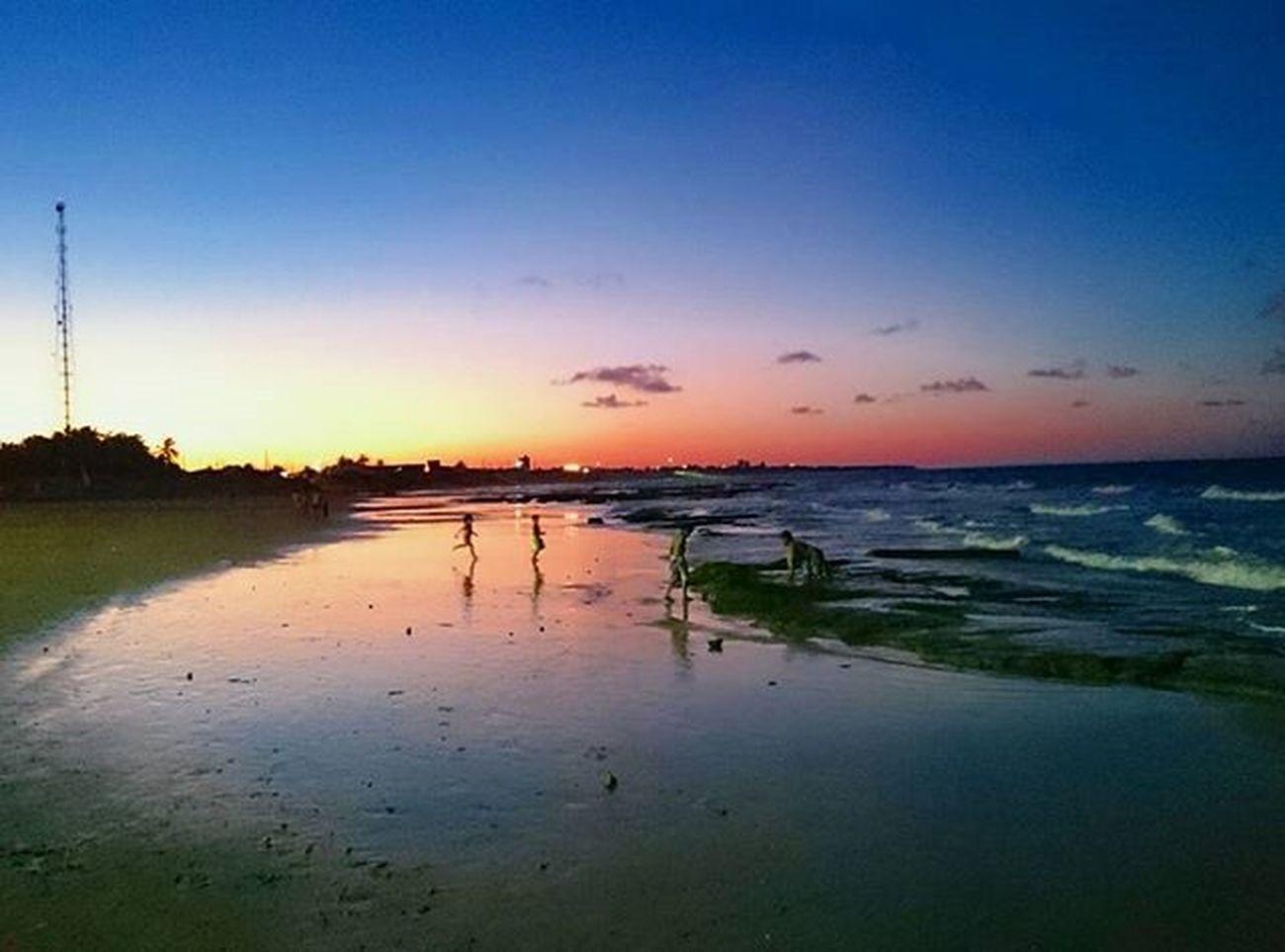 """""""Aleluia! Feliz aquele que teme a Deus, o Senhor, que tem prazer em obedecer aos seus mandamentos!"""" Sl 112.1 Color Luzes Sunset Pordosol Praia Beach Touros natal"""