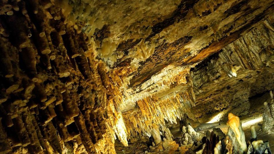 Dark No People Nature Full Frame Backgrounds Close-up Beauty In Nature Textured  Cave Of The Mounds Tour Wisconsin Life Amazing Wet Dirty Old Underground Cave Indoors  Rocks Dirt Stalactite  Stalagmite Loveit