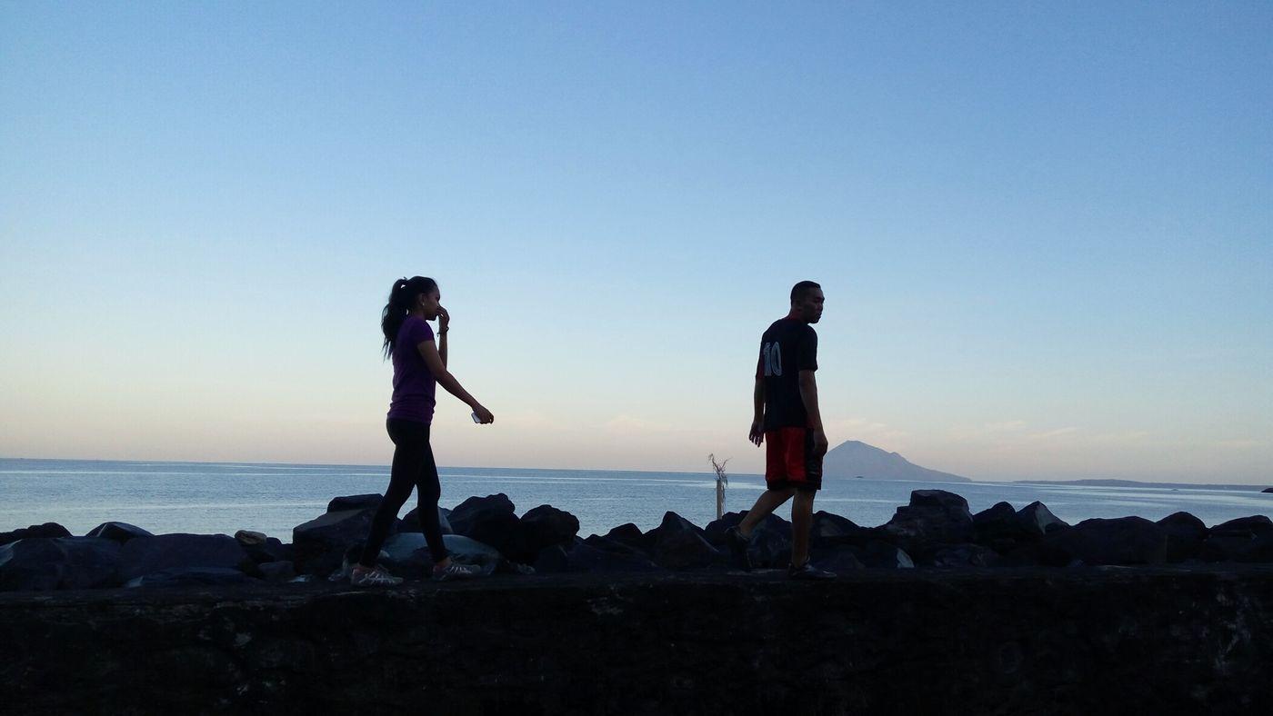 Boy And Girl Sea This Morning