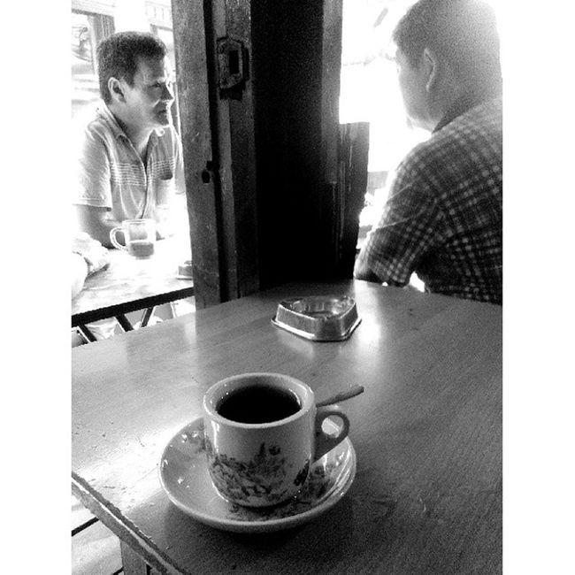 """Bincang Pagi"" ..... Lenovo_s920camera Photobyphone_myproject Wonderfullkepri Myblackandwhitephoto Humanityphotography People Tanjungpinangphoto Humaninterestphotography Portraiturephotography Streetphotography Wonderfullindonesia IndonesiaOnly"