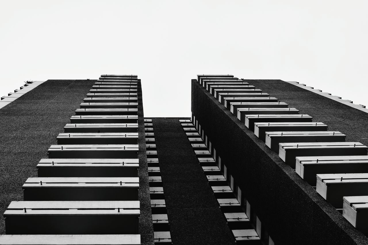No People Skyscraper City Architecture Sky Outdoors NIKON D5300 Nikon Low Angle View Black & White Black And White Blackandwhite Block Frankfurt Am Main Minimalist Architecture