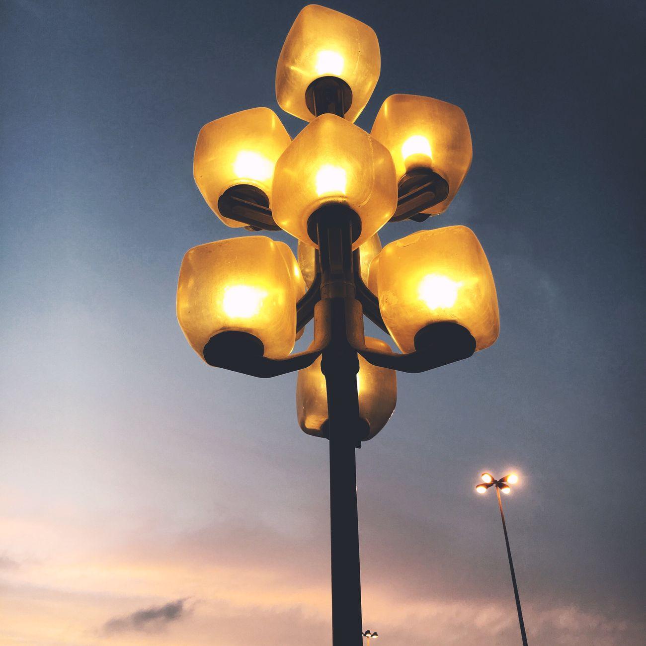 Light Lightpost Jeddah Saudi Arabia Albalad Balad EyeEm IPhoneography Photo Of The Day Photography Photooftheday Eyemphotography EyeEm Gallery