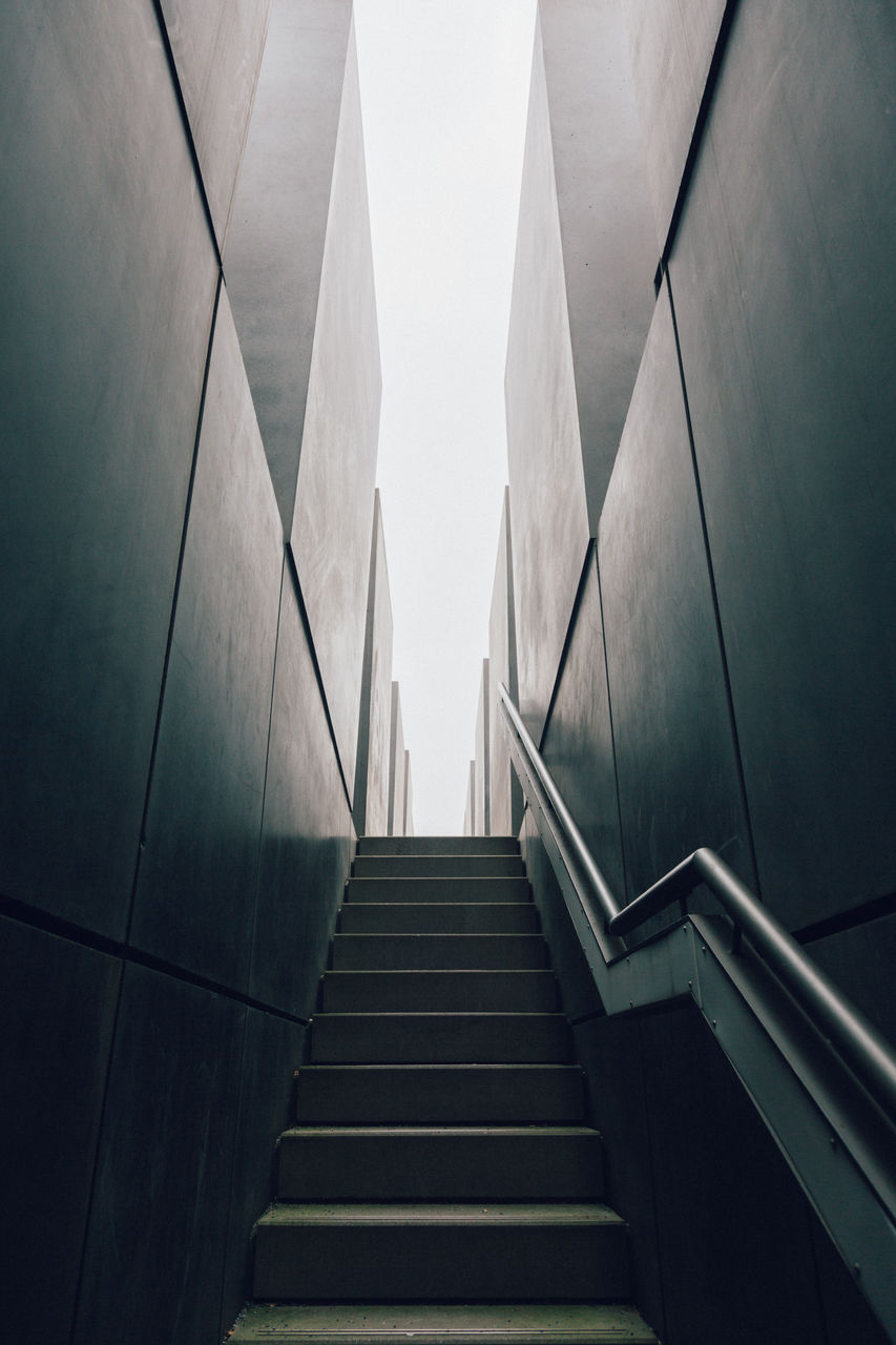 steps and staircases, staircase, steps, architecture, indoors, the way forward, built structure, no people, day, hand rail
