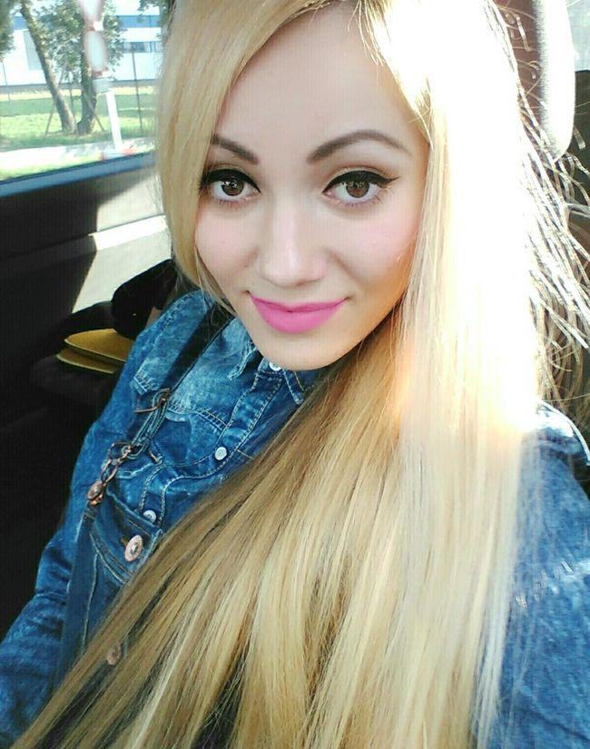Hello World That's Me Blonde Blondehairdontcare Blondegirl JeansWear Pinklipstick Smile Selfportrait Barbiegirl Barbieworld Selfphotography Sunisshining Hungariangirl