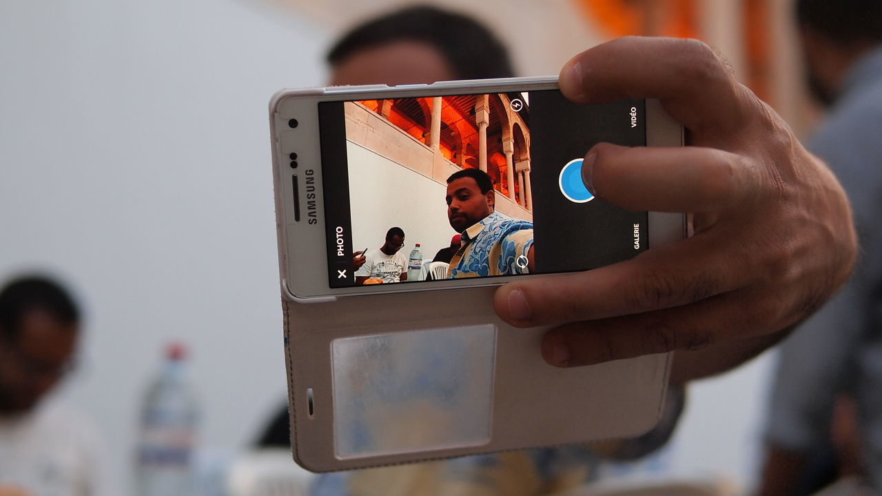 Caught in action making a selfie :) #MobilePhotography #ramadan #selfie Artisanat #medina Hobbies Lifestyles Medina #tunis #tunisia # Photography Themes