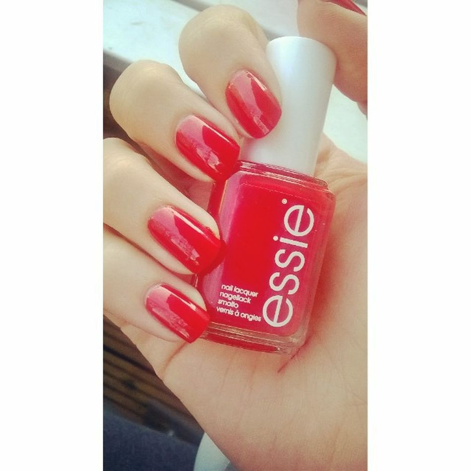 Essie - snap happy ❤ Essieliebe Newin Essie Snaphappy Haply Snap Red GermanGirl Liebe