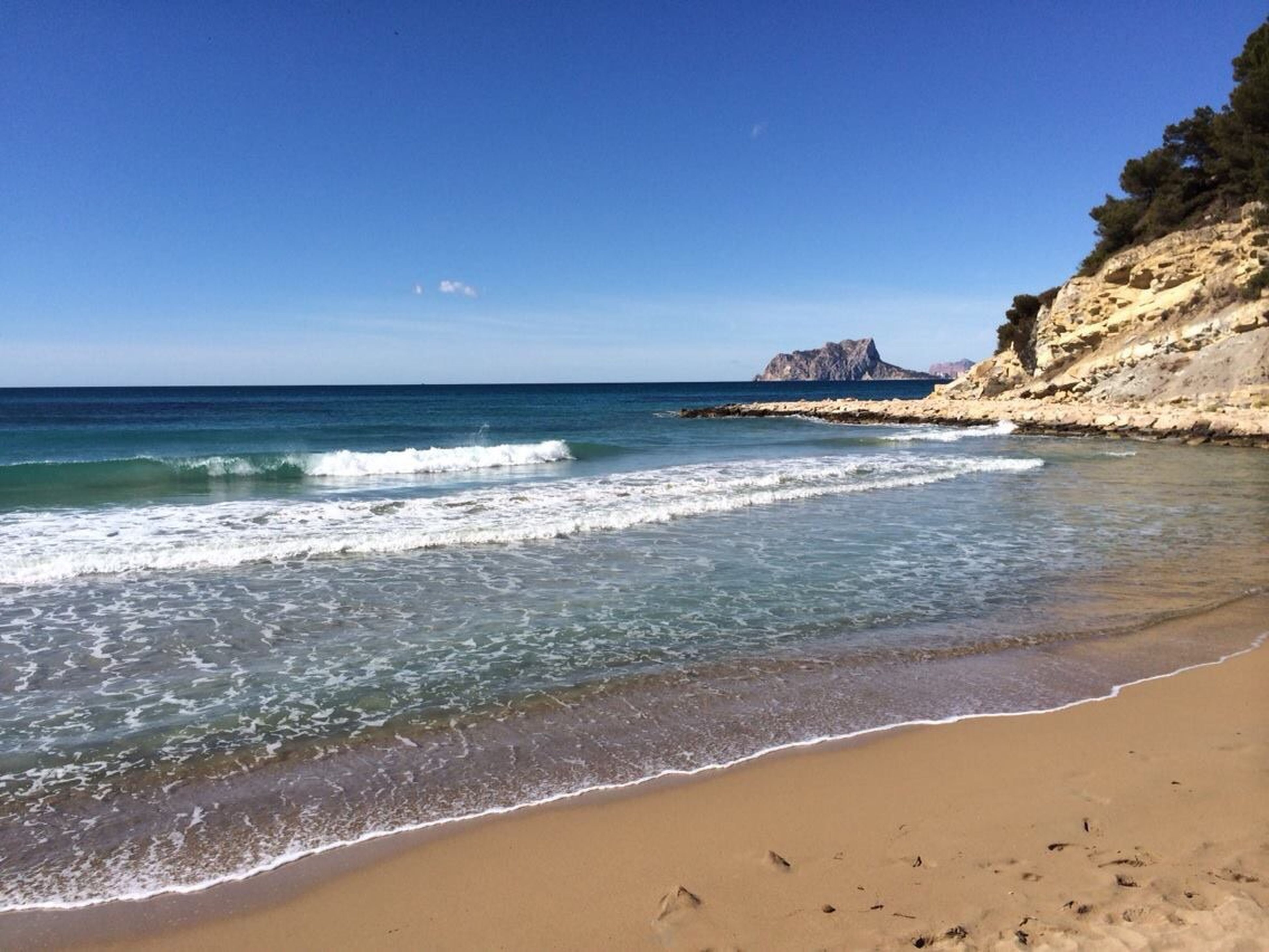 sea, beach, water, horizon over water, sand, shore, clear sky, scenics, beauty in nature, tranquil scene, tranquility, blue, wave, surf, nature, copy space, coastline, idyllic, sky, day