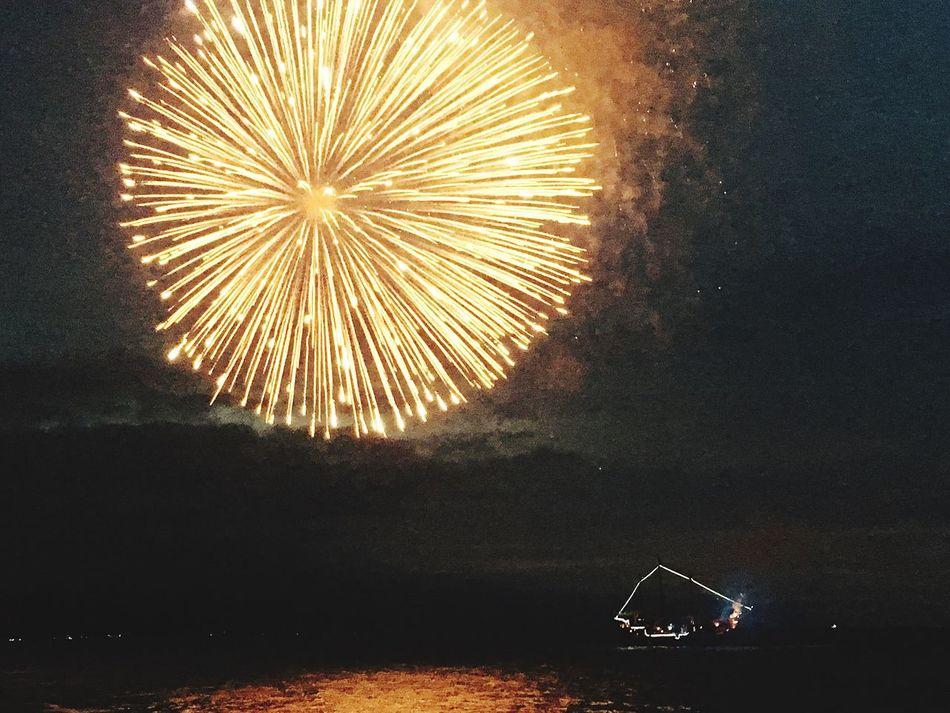 Boom! Night Firework Display Sky Firework - Man Made Object Illuminated Celebration Exploding Outdoors Long Exposure Motion No People Firework Disfrutando De La Vida Beach Boat Pirates