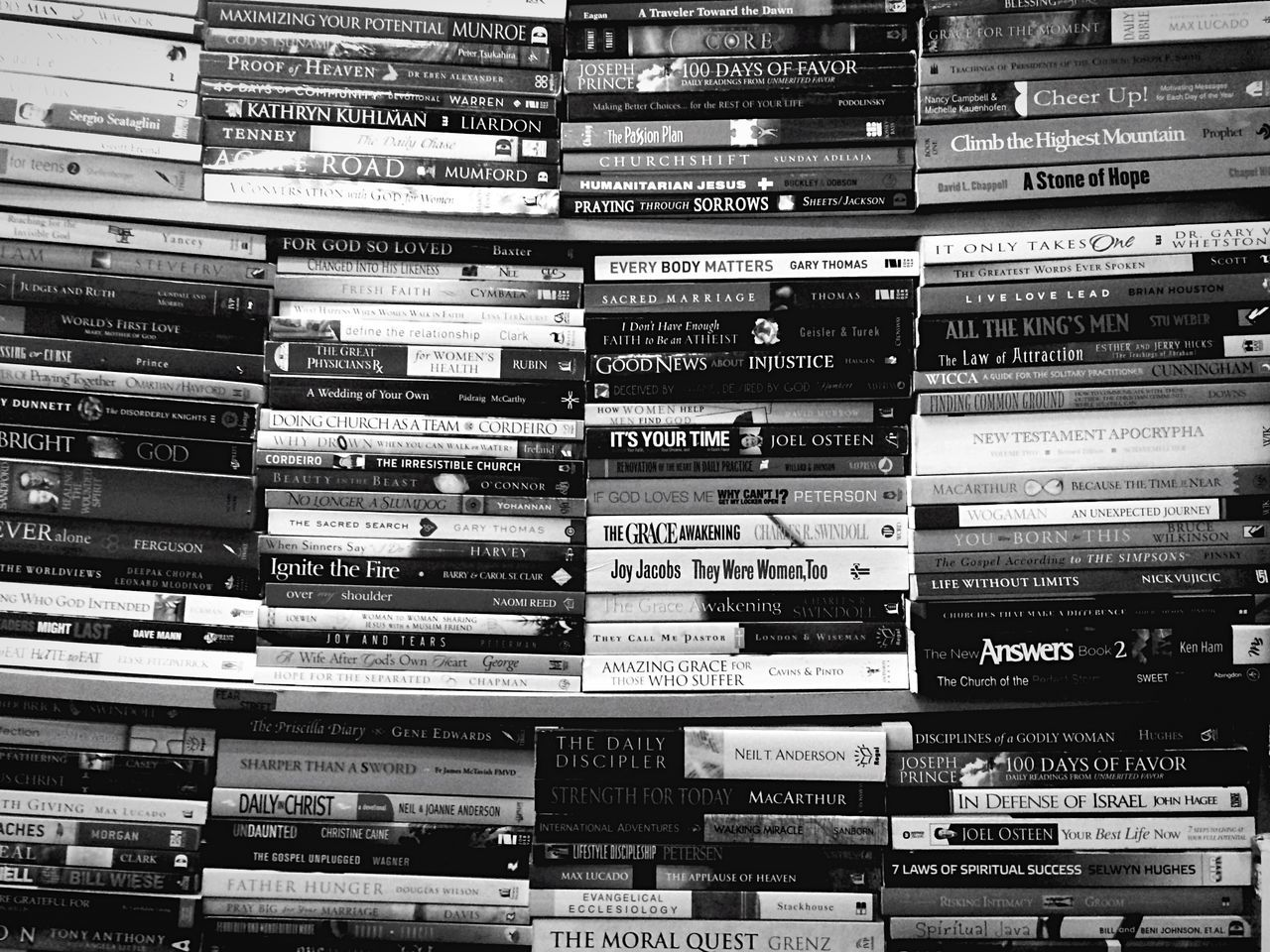 Dusty Atmospheric Mood Books Open Edit Arrangement No People Repetition Black And White Photography B&w Photography Monochrome IPhoneography Eyeemphoto Streetphotography Getting Inspired Getting Lost Candid Photography Bnw In A Row Full Frame Stories Second Hand Books ♥ Bookstore Large Group Of Objects Building Story