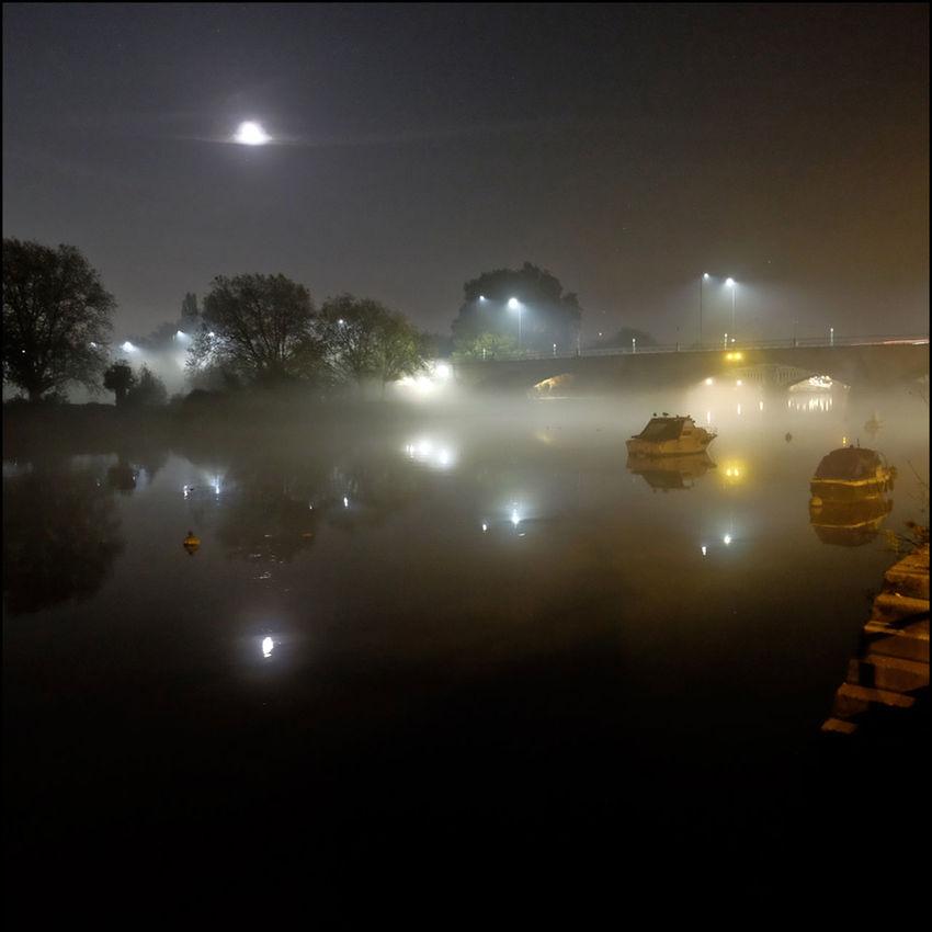 Atmosphere Autumn Scene Fog Glowing Light Misty Outdoors Twickenham Bridge