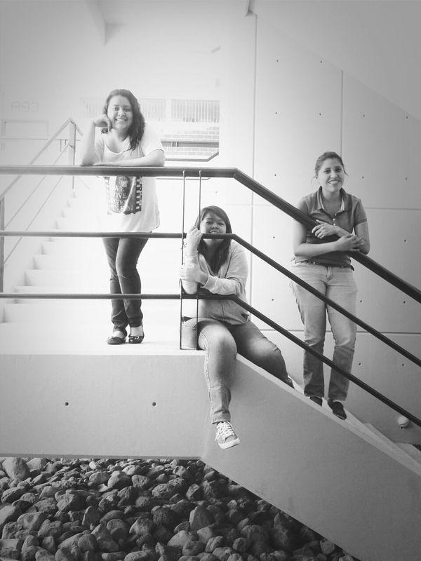 Ellas...<3 c: Black & White Stairs Friends Class