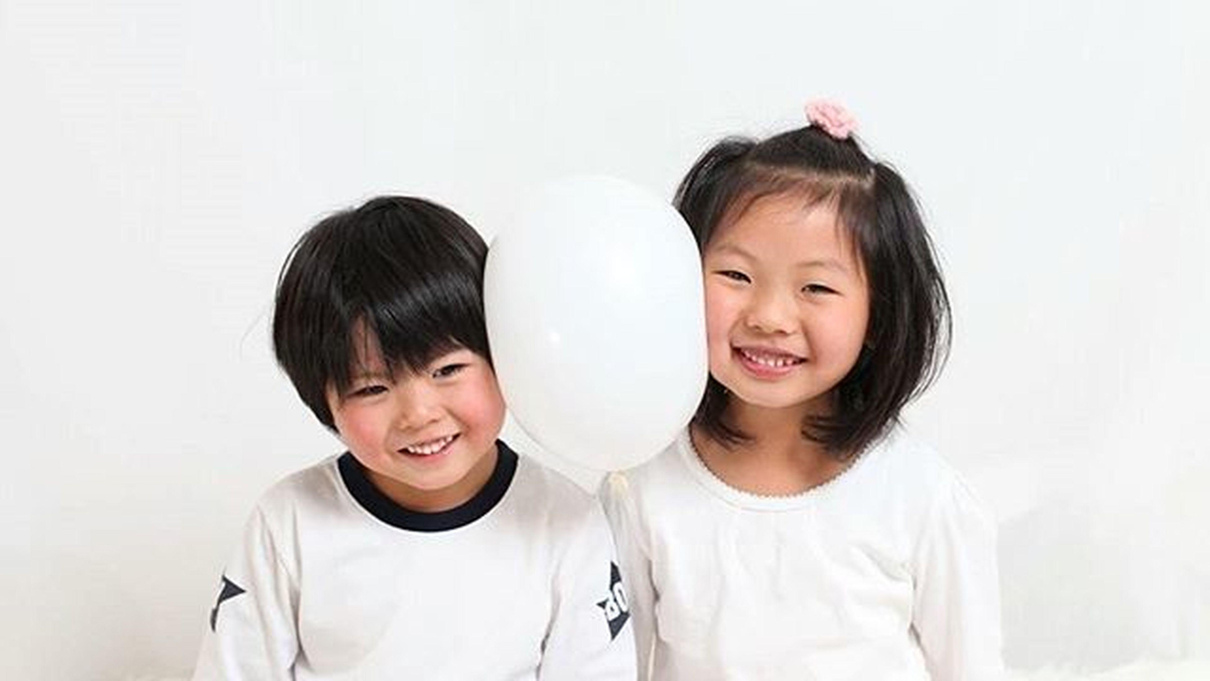 子供 キッズ 写真 背景 白 Photo 笑顔 可愛い うつし屋桜 Kidsphoto キッズモデル モデル 撮影