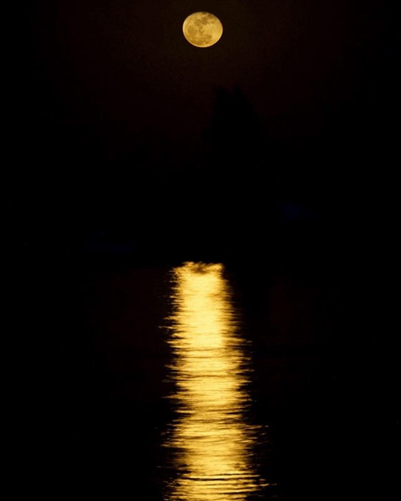 Rising Moon over Kandal and the Mekong. Theappwhisperer GoodRadShot Fhotoroom PicHitMe EyeEm Eyewm_o MenchFeature Photography Nban NbanFamily Pixelpanda Natgeo Natgeotravel Natgeoyourshot Cambodia Phnompenh @fhotoroom_ @pichitme @goodradshot @street_hunters @pixel_panda_ @eyeem_o @photocrowd @photoadvices