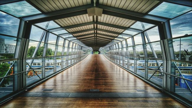 Fröttmaning Bus Station - the Window To The World for people with Enduring back muscles...