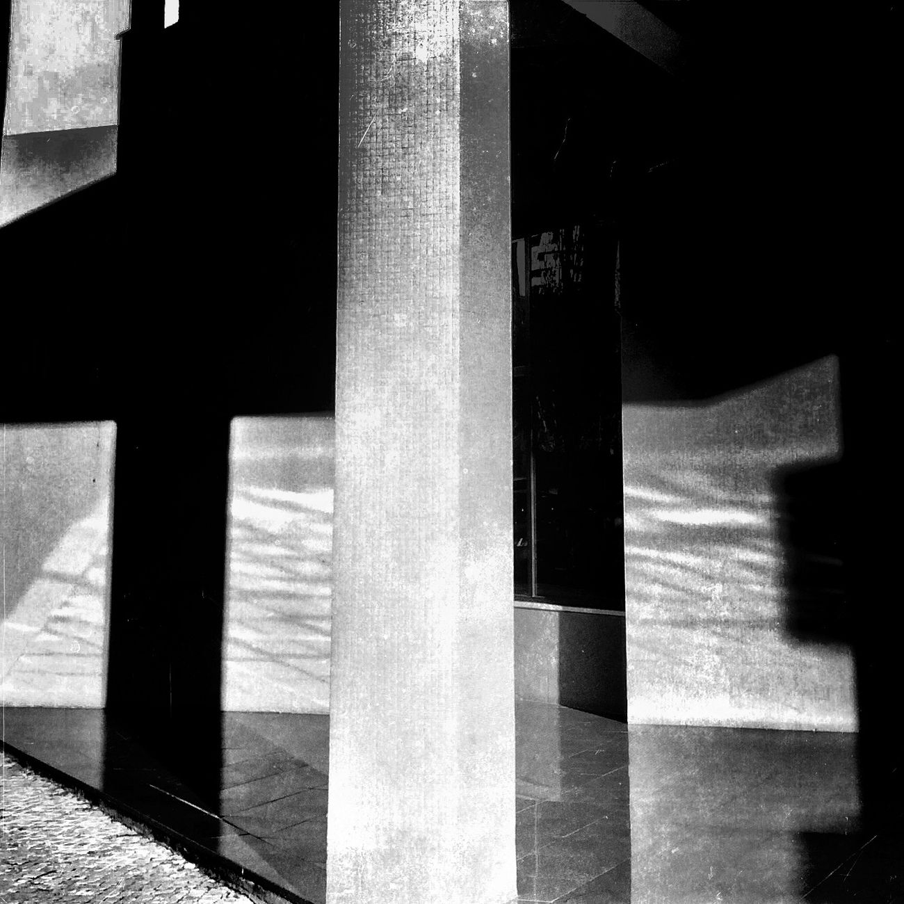 Fueling The Imagination AMPt_community Black And White NEM Black&white IPhoneography EyeEm Best Shots - Black + White NEM Architecture Shootermag NEM Abstracts AMPt - My Perspective ok 😏 i admit I got inspired by the Foyer of the building in the movie walled in 😳