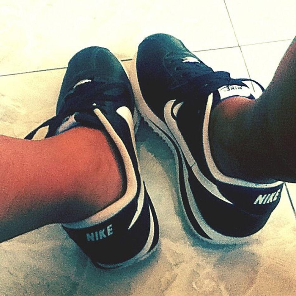 Sunday kicks. Gettin' Oldschool . Nike Nikecortez Nikecortezclassic kicksoftheday
