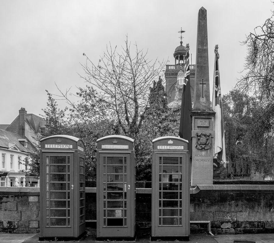 K6 telephone kiosks, War Memorial, Wood Hill, Northampton Northampton Monochrome Monochrome Photography FUJIFILMXT2 FUJIFILM X-T2 Black And White Armistice ArmisticeDay Remembrance War Memorial