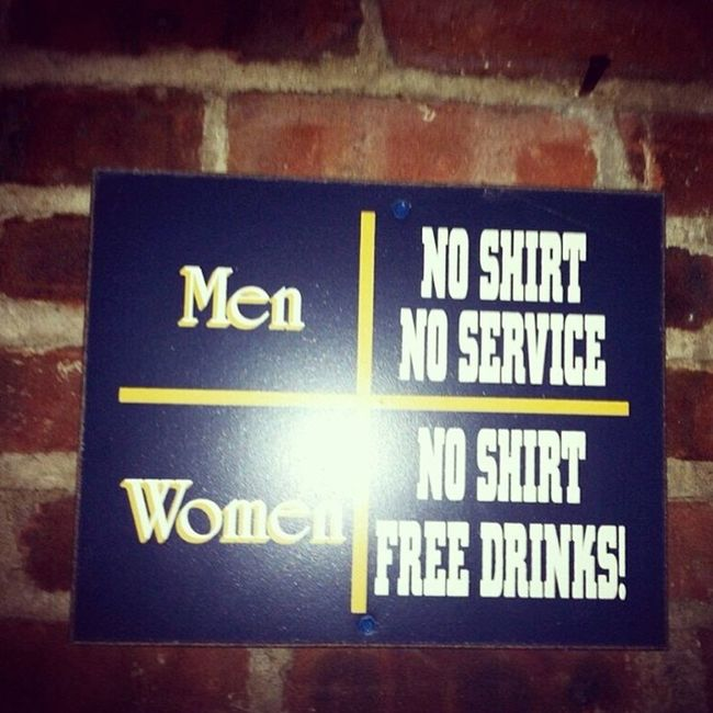 Nainsaafi hai ye toh!! 😝 Mars Venus Men Women shirt wall sign service free drinks rudw lounge thane
