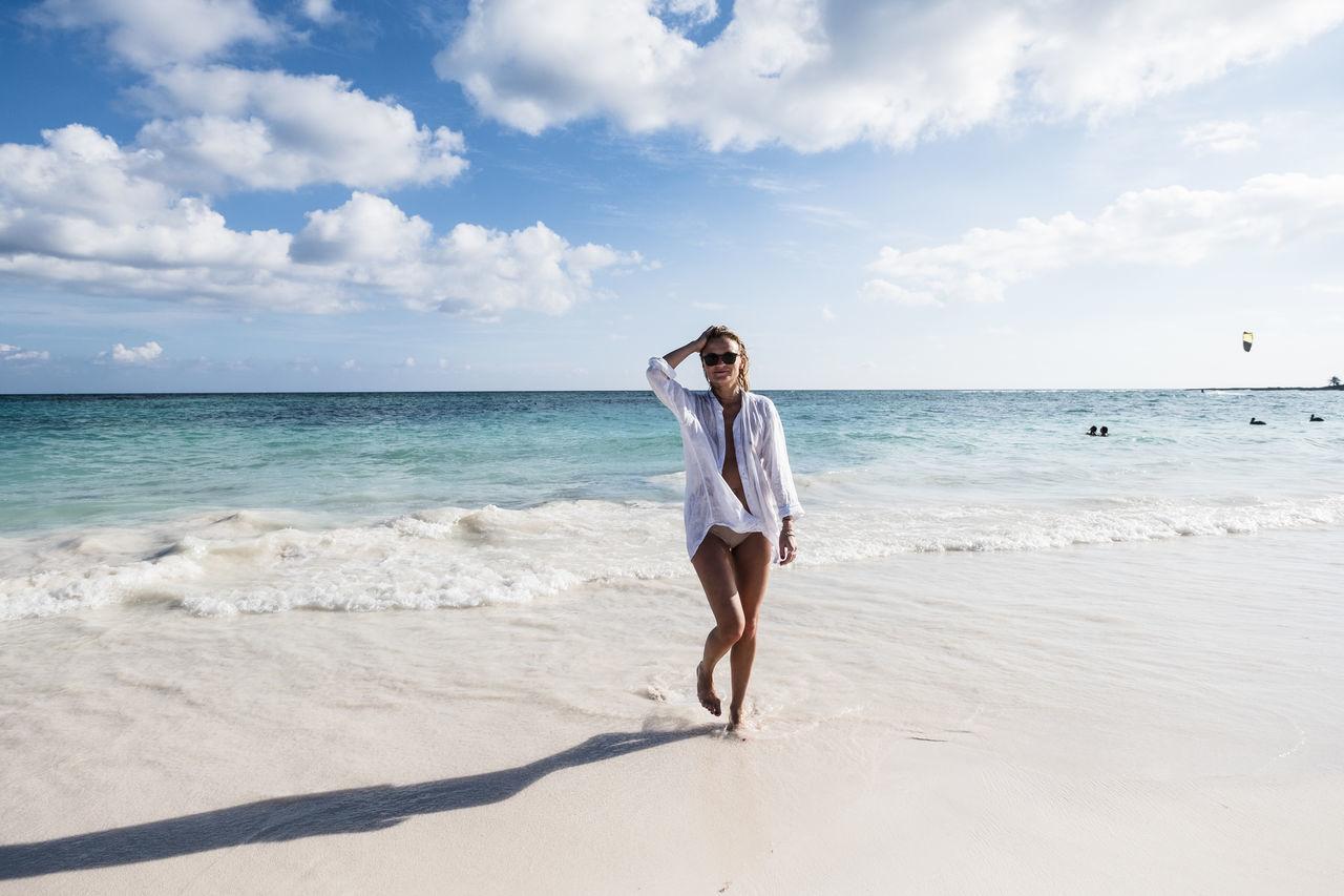 Beautiful stock photos of mexiko, beach, sea, young adult, sky
