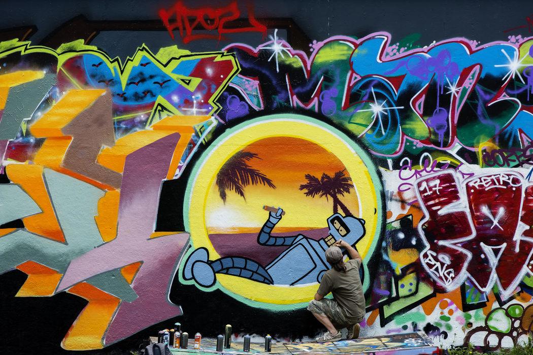Creativity Day Graffiti Graffiti Graffiti Art Graffiti Wall London London Graffiti Multi Colored North Kensington Street Art Trellick Tower Man At Work Artist At Work Artist