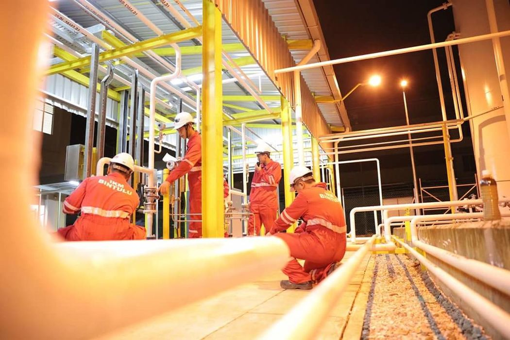 Workers At Work Industry Occupation Oil And Gas Inspection