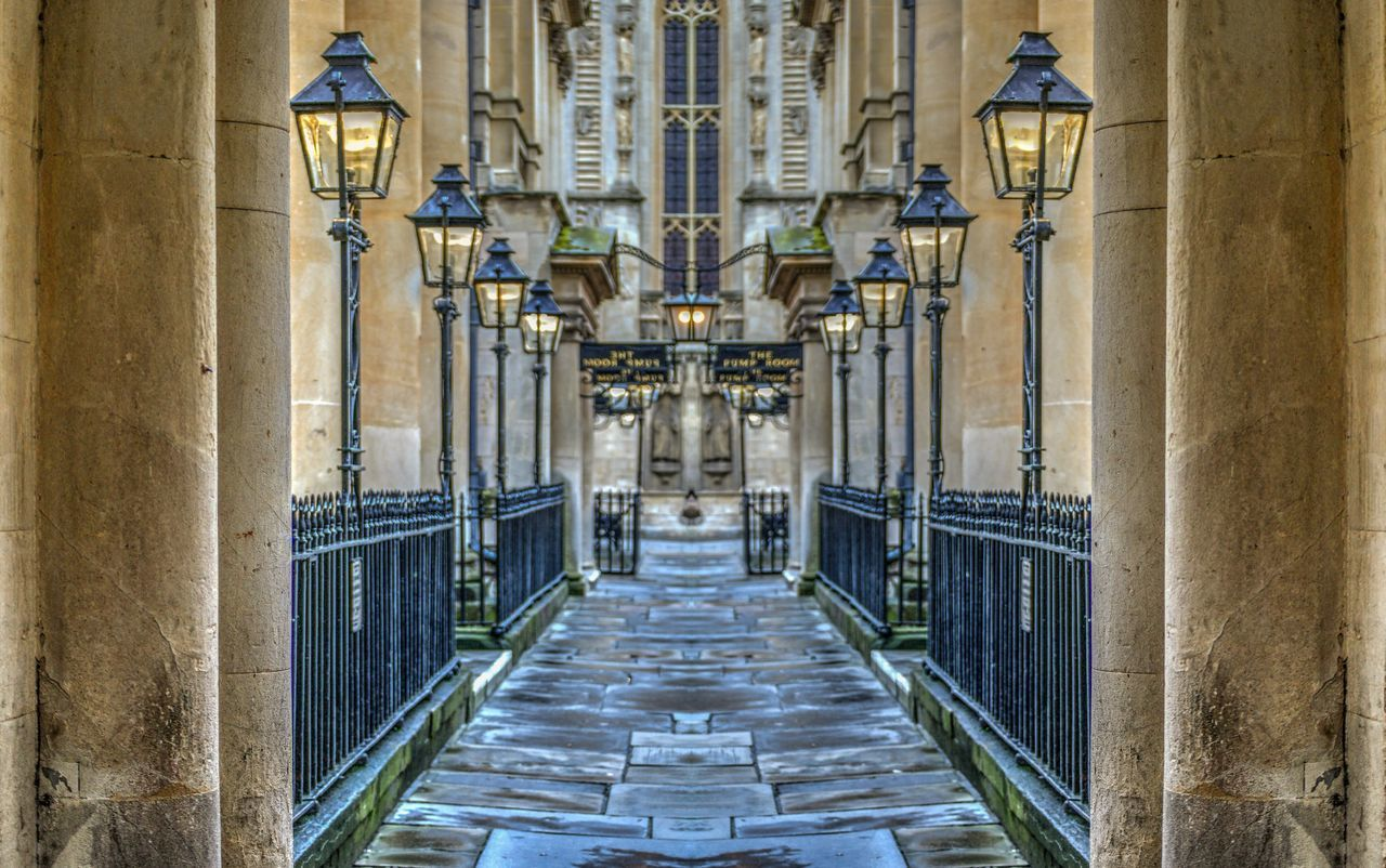 Bath Bath City Pumproom Pump Room Photoshop Photoshop Edit Photoshopped Mirrored Mirrored Image Mirroredit England England🇬🇧 England, UK Alleyway Lantern Lanterns Streetlights Streetlight Architecture Architektur Tonemapped