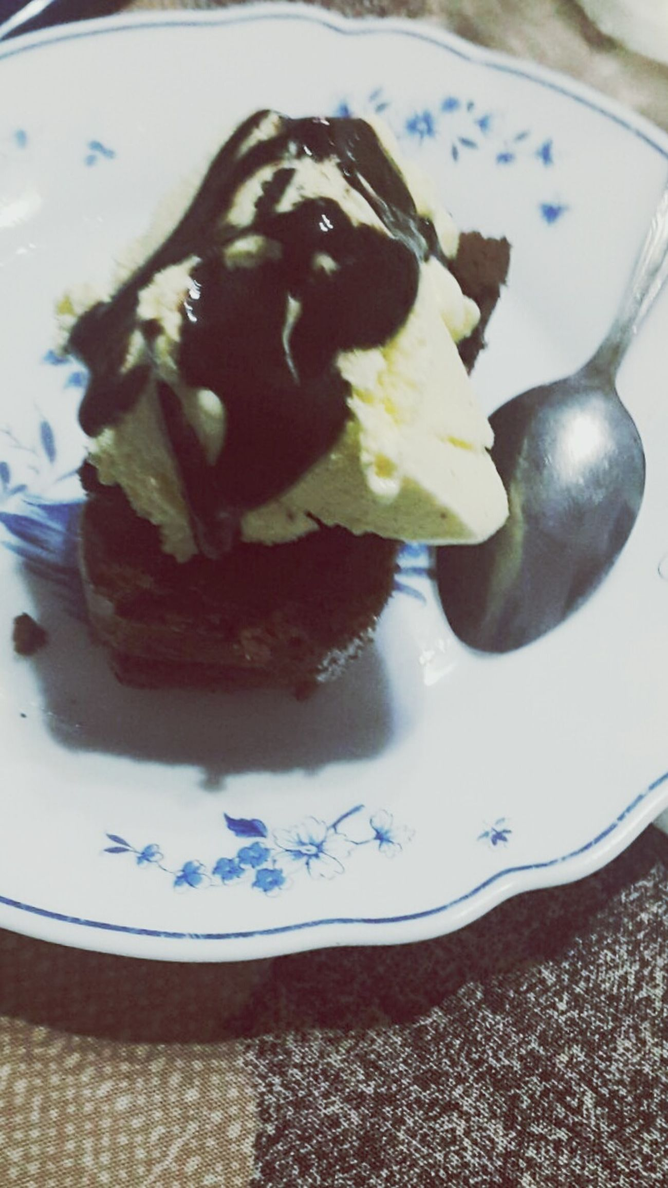 Delicious Delicious Brownie Oreo Gelato Vainilla Chocolate Postre NewYear NewYearsDay Happy New Year 2017 2016byebye Meal Nochevieja Food Plate Dessert Sweet Food Indoors  No People Close-up Day