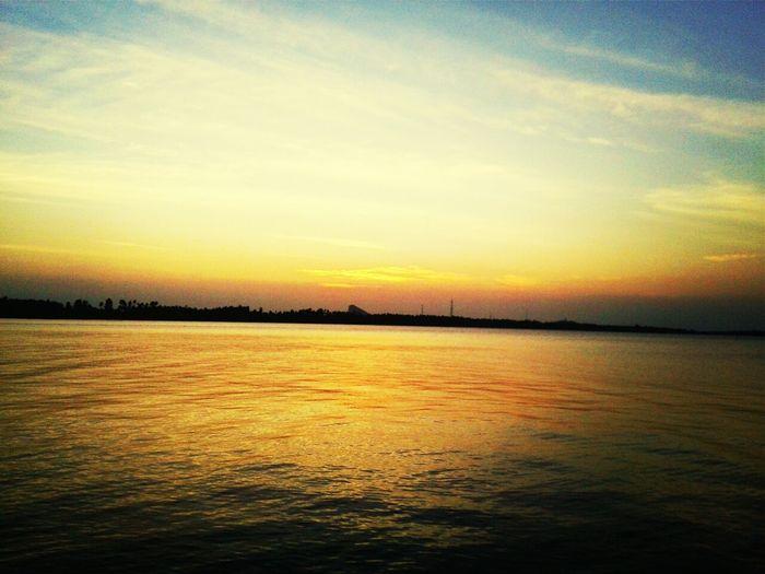 ตะวันลับฟ้าเมื่อตอนเย็นๆ จะเป็นเวลาที่ใจหาย