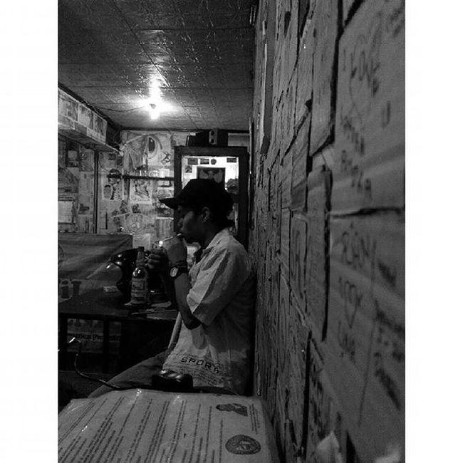 """tunggu...kuhabiskan dulu sebatang tembakau ini... setelah itu, lakukan yang kau mau.."" Katakata Warkoparjoena Warkop Cikutra Bojongkoneng Lenovotography Blackandwhite Bandung Photostory Pocketphotography Lzybstrd"