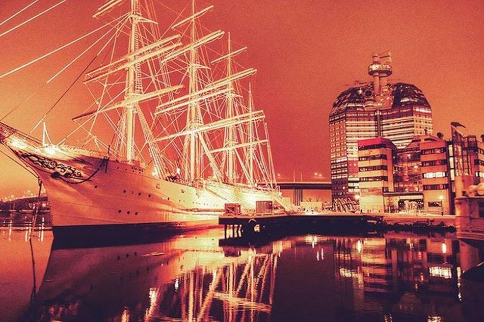 📷⛵🏨 Nightshot Night Boattrip Boat Water Tagsforlikes Likes House Watermirror Color Trip Pic Sweden Gothenburg GBG Awesome Photo Nightphotography Nightphoto View Sea Perfect Goteborg Båttur Hus sverige nattfotografering spegel hav bild @awesome_pixels @exaperture @gothenburg_sweden