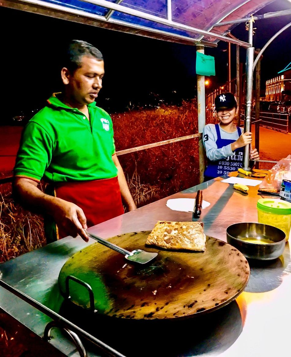 Loti Man Streefood Couleurs Yummy Food Adults Only Night Enjoyment Men Nightlife Ready-to-eat Urbanphotography Streetphotography City Life Instagram 500px Moment Lifestyles ASIA Laos Nightphotography Soir Colors Travel Destinations