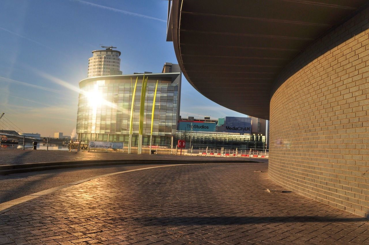 Sunlight flash. The Architect - 2016 EyeEm Awards Sunrays Sunlight Architecture Sun Buildings EyeEm Gallery Buildings & Sky Bright Modern Architecture Mediacityuk Salford Quays EyeEm Waterfront Sun Light Glass Building Eye4photography  Building Exterior Check This Out