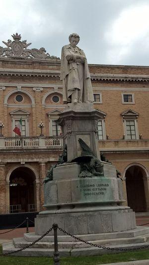 Architecture Travel Destinations Statue Sculpture Built Structure History No People