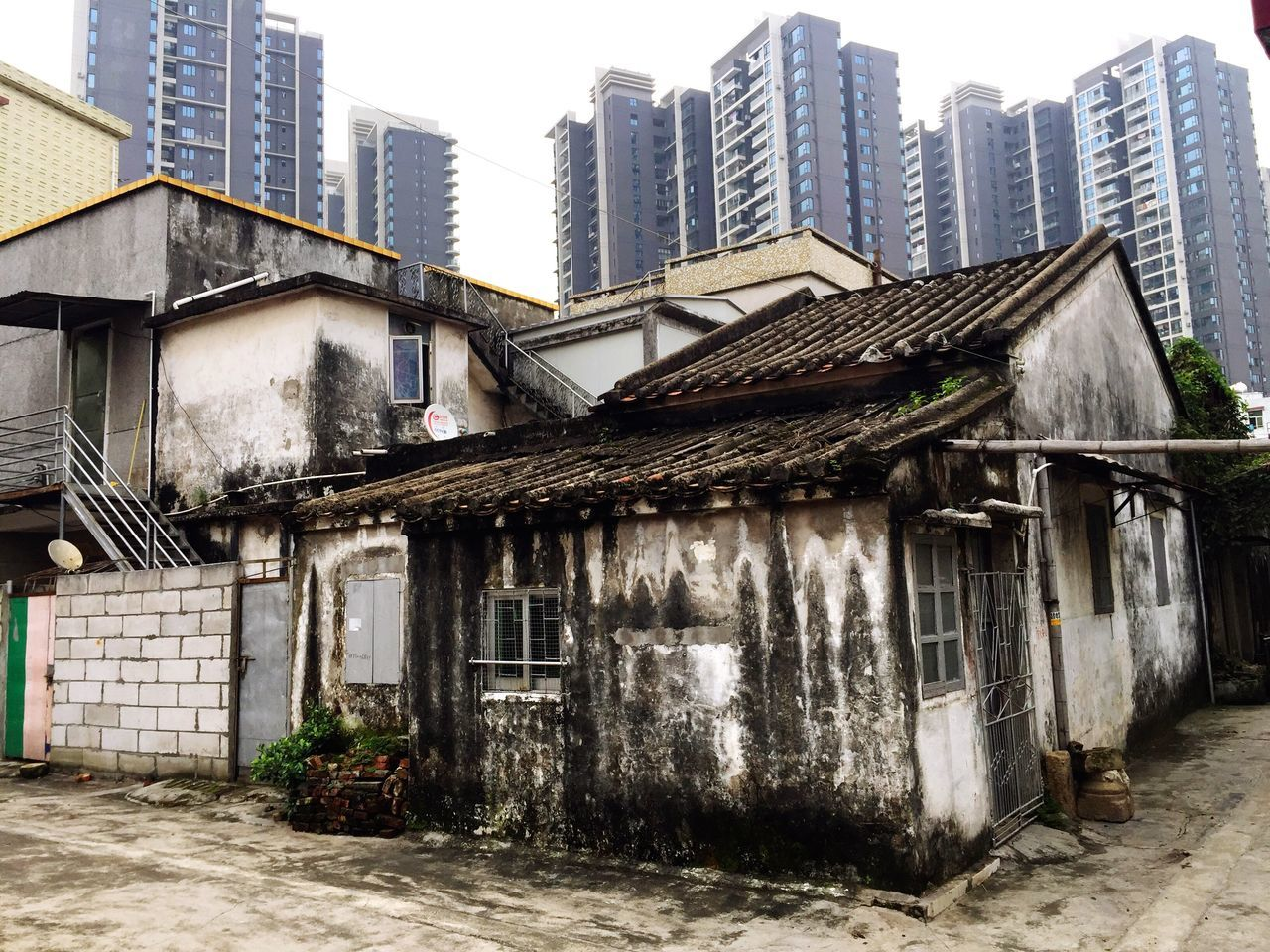 Found On The Roll Zhuhai China Opposites Old Old Buildings Development Urban Urban Landscape City Cityscapes Architecture Contrast Poor  Poor People