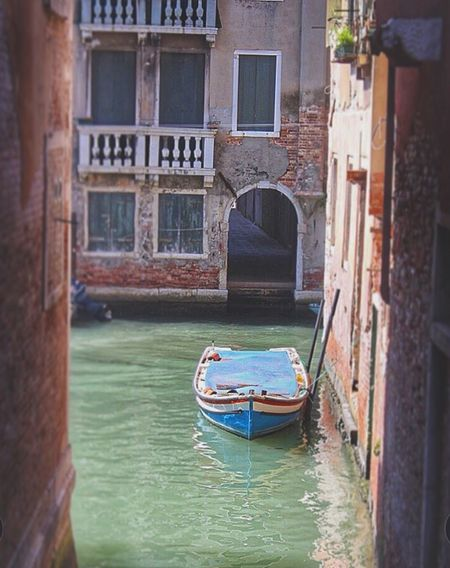 """""""Learn to get in touch with the silence within yourself, and know that everything in this life has a purpose."""" ~Elizabeth Kübler-Ross Glitch Quotes Wanderlust Hello World Venice Travel Photography Boat Traveling Quality Time"""