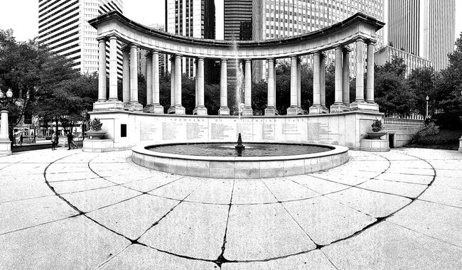 Panoramic Panoramic Photography Fountain Architecture Travel Destinations EyeEm Best Shots - Architecture Streetphotography EyeEm Best Shots - The Streets Being A Tourist Urban Photography Taking Photos Travel Photography Millenium Park Blackandwhite EyeEm Best Shots - Black + White EyeEm Best Shots