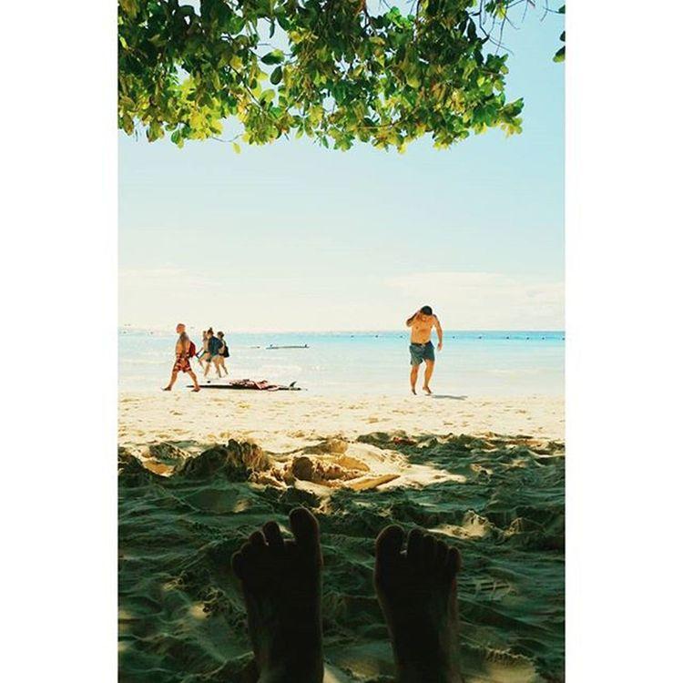 내리쬐는 햇볕을 가로질러 바다 반대편까지 걸어간 날, 더위에 지쳐있는 우리에게 오아시스 같은 그늘에 털썩 Whitebeach Boracay Paradise 보라카이여행 보라카이 여행 여행스타그램 우정여행 @yyyyhana