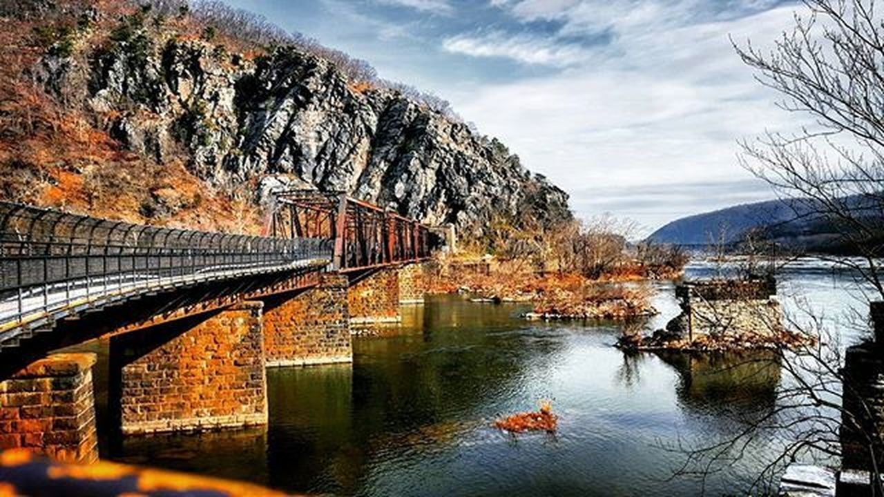 Spent this beautiful day exploring around Harpers Ferry. Got to run alongside the Shenandoah River and a bit of the Appalachian Trail. First time a train tooted it's horn and waved at me while I was running, gotta love small towns! 😄 Photooftheday Picoftheday AdventureThatIsLife Thatadventurelife Westvirginia Run Train Runhappy Trails River Appalachiantrail Optoutside Outsidebucketlist Harpersferry Amazingcaptures Outdoorwomen Outdoorlife