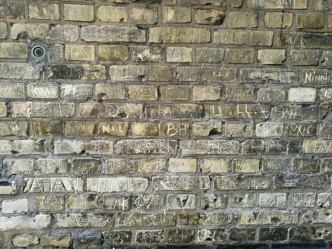 Locked Key Mystery Wall Inscriptions Graffiti Brick Wall Love Notes Names HuaweiP9 Sannegården Gothenburg