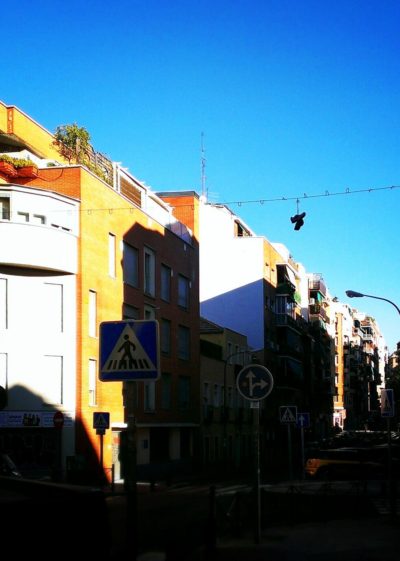 En Madrid hace un calor de cojones. Geometría Descriptiva Sombra Arrojada