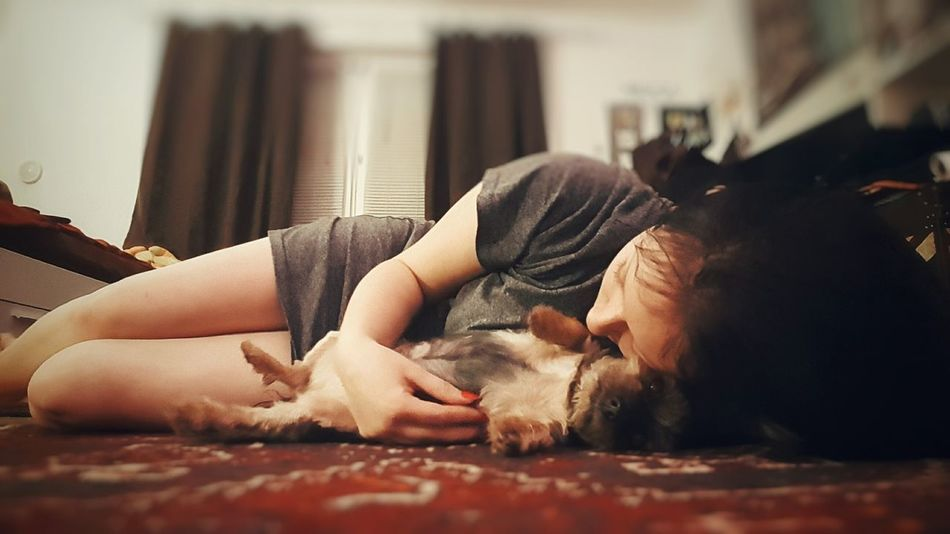😍😍 Indoors  Lying Down One Person Beauty People Only Women One Woman Only Bedroom Human Hand Human Body Part Artistic Expression Art Check This Out Love ♥ Artistic Hello World Perfection Naturally Me Beauty In Nature Chilling ✌ Chilling Out That's Me! Legsselfie Me And My Dog Dog Love