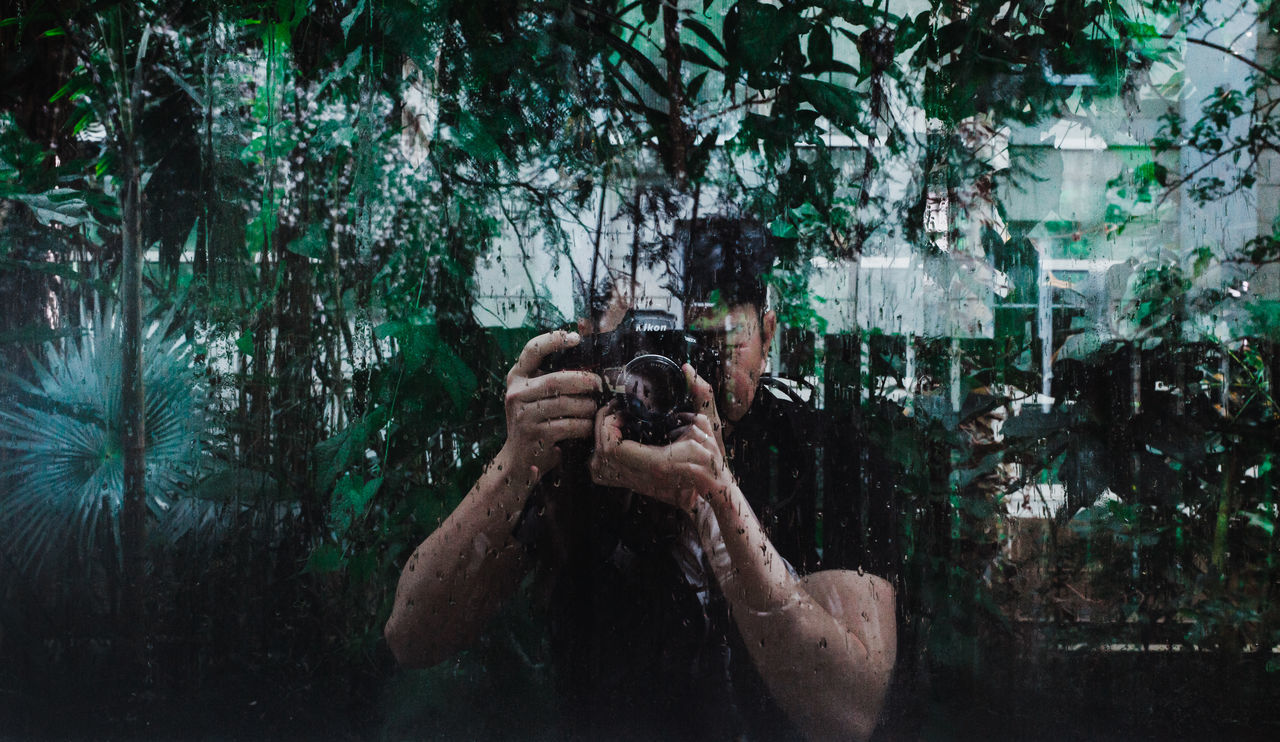 Entdecker Behind The Lens Behind The Window Camera - Photographic Equipment EyeEm Nature Lover Holding Jungle Leisure Activity Nature Nature Lover Nikon One Person Only Men Outdoors People Photographer Photography Themes Real People Standing Tree
