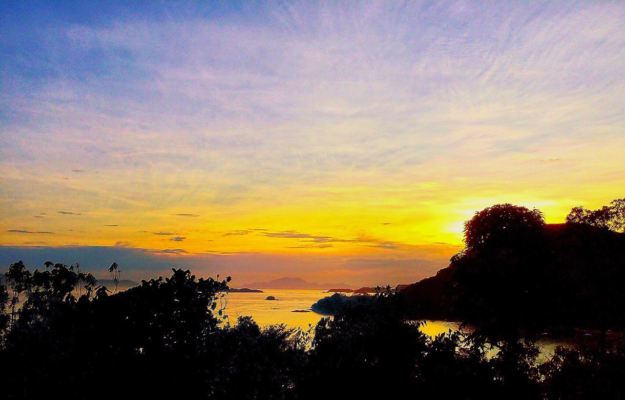 Angra Dos Reis RJ BRASIL ☀️🇧🇷 #bns_sunset #vejasp #weloveyousa #sky_captures #discoveramerica #BESTNATURESHOT #igersbrasil ##Pictureoftheday #great_captures_brasil #Ig_All_Americas #visual_heaven #nature_perfection #instanaturalplaces #water_captures #grate_captures_nature #hunter_clicks #Enlight #great_captures_americas #beautyofcreation #interesting_image #insta_america #love, #instagood #igersmood #MYCANUSA #instafantastic_shots #amazingphotohunter #insta_america_california #jornaloglobo #portraitmood Angra Heaven