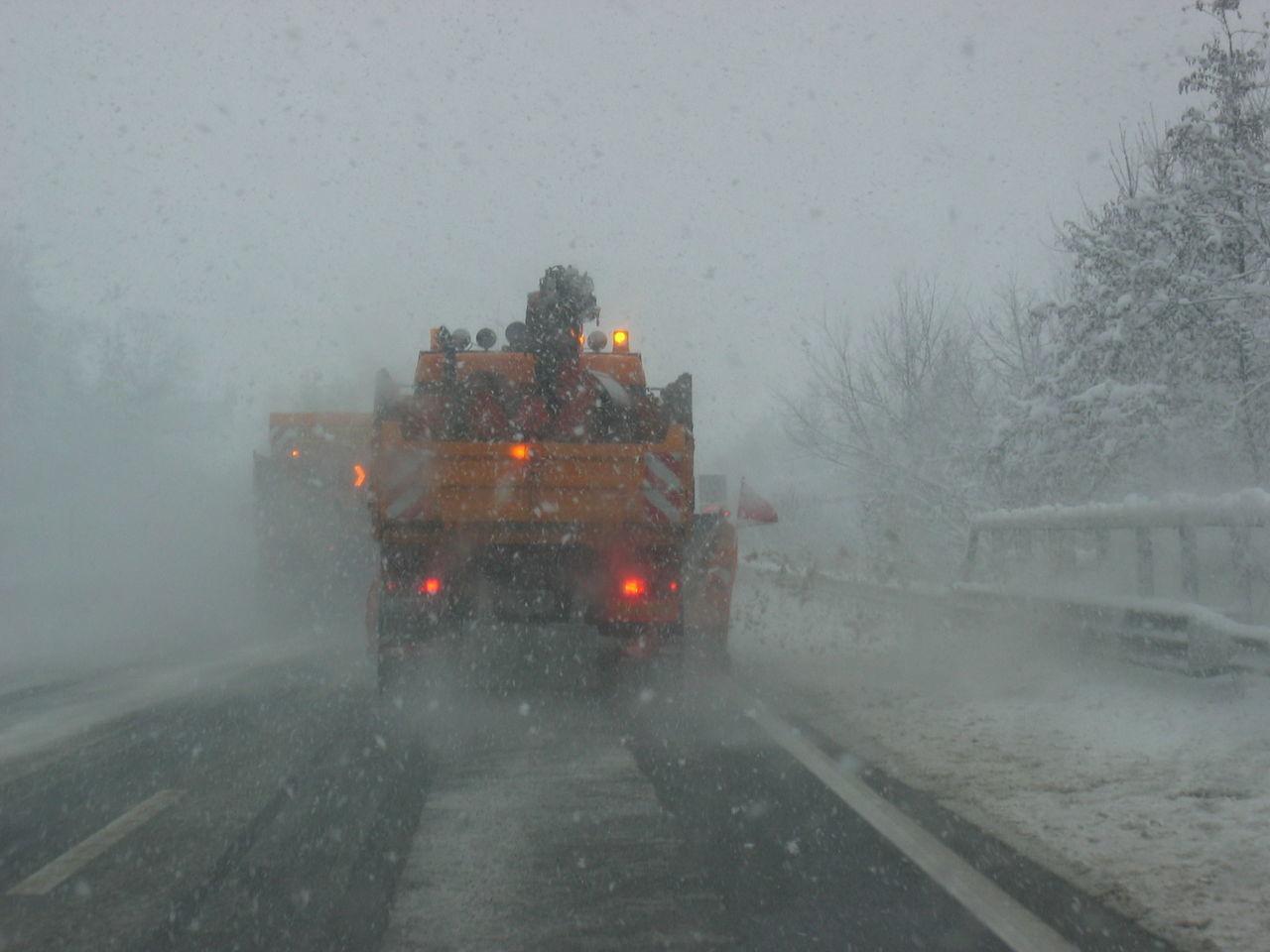 Schleudergefahr Autobahn Bad Road Conditions Cold Temperature Fog Foggy Highway Mist Road Snow Transportation Weather Winter Winterliche Fahrverhältnisse