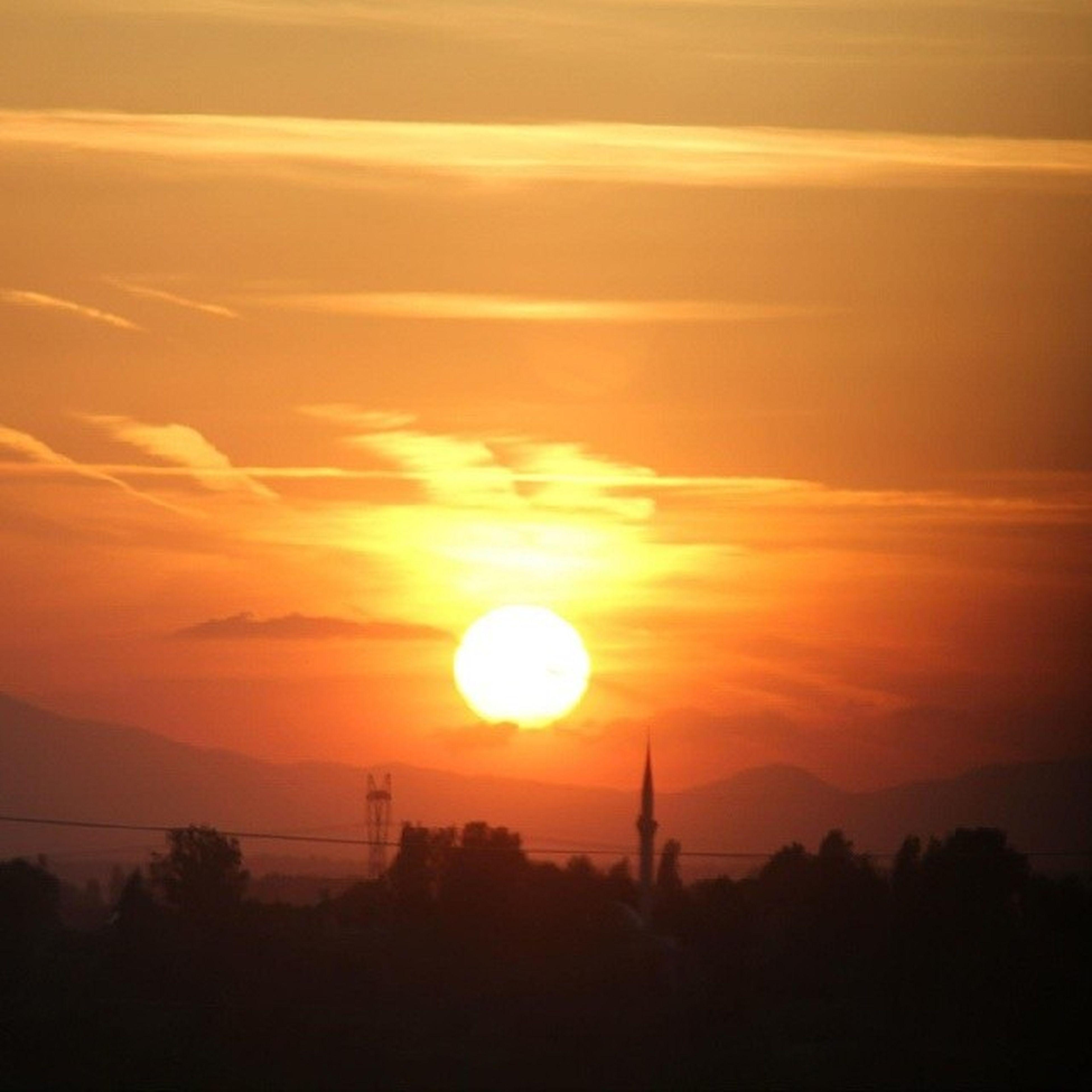 sunset, silhouette, orange color, scenics, sun, tranquil scene, beauty in nature, tranquility, idyllic, sky, nature, landscape, tree, sunlight, majestic, outdoors, mountain, outline, cloud - sky, non-urban scene
