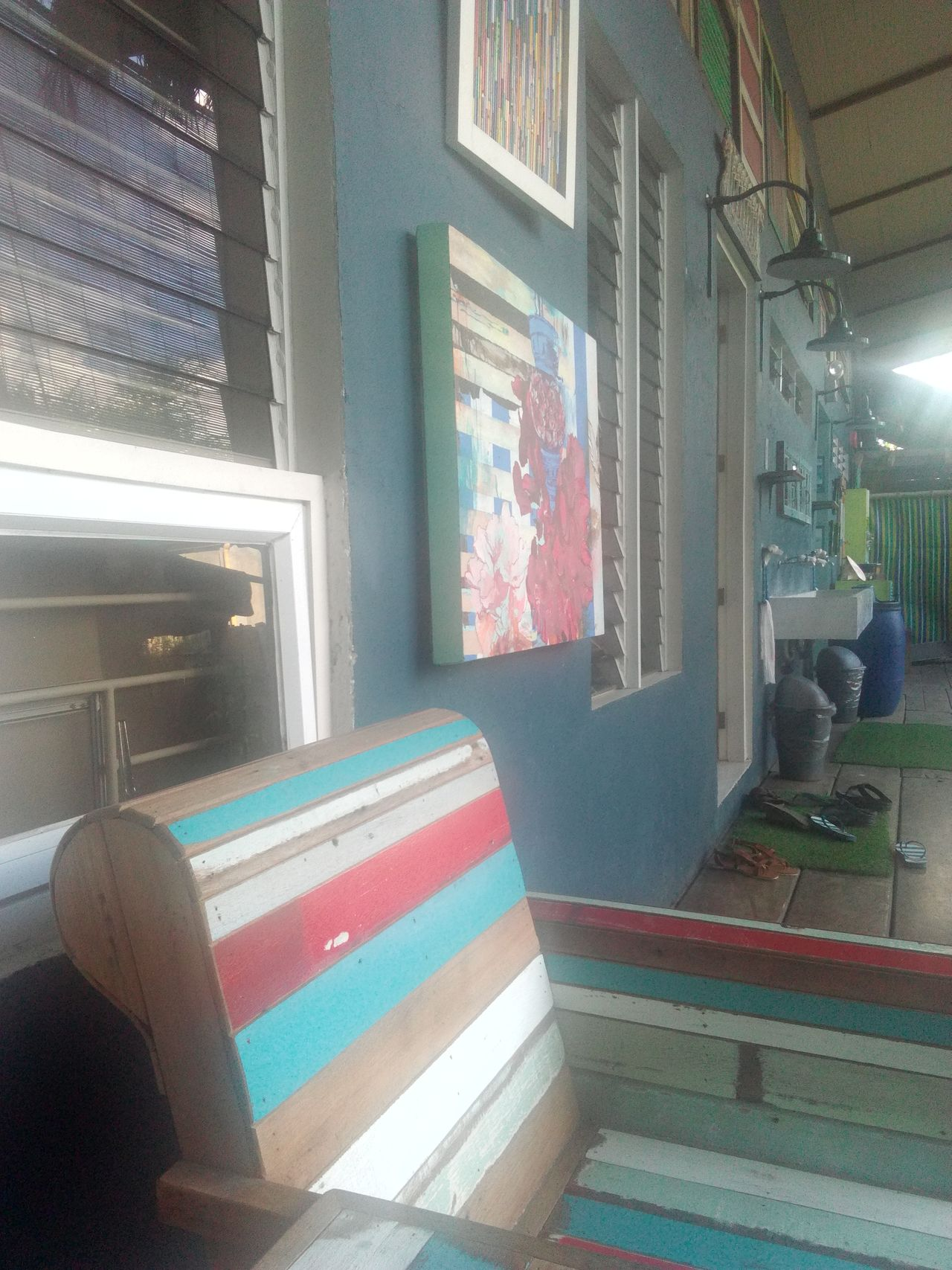 Exploring Style Chillvibes✌ Multi Colored Architecture Window Sunlight